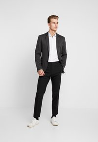 Selected Homme - SHDONENEW MARK SLIM FIT - Formální košile - white/light blue - 1