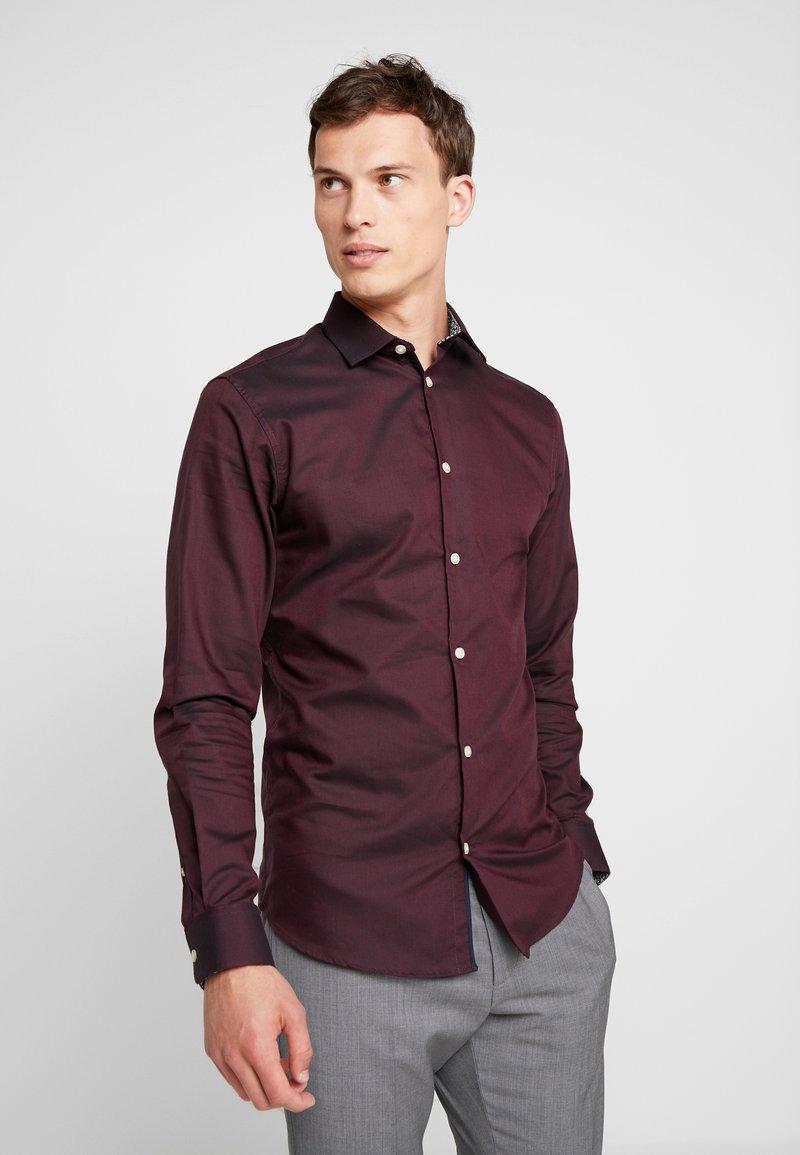 Selected Homme - SHDONENEW MARK SLIM FIT - Formal shirt - bordeaux