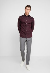 Selected Homme - SHDONENEW MARK SLIM FIT - Kauluspaita - bordeaux