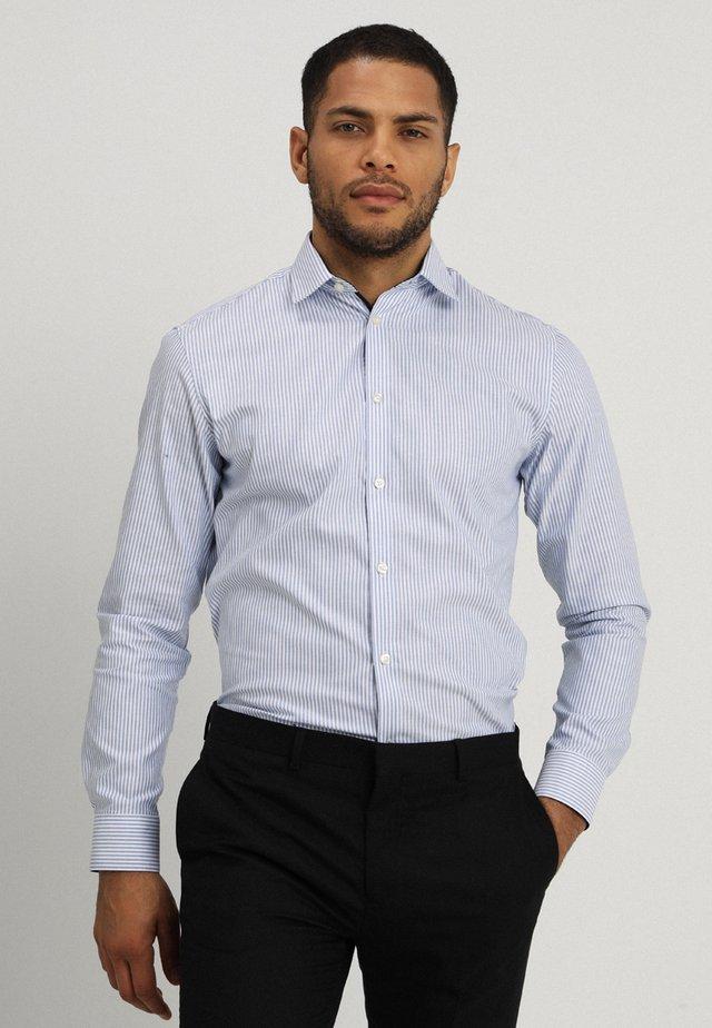 SHDONENEW MARK SLIM FIT - Camicia elegante - sky blue