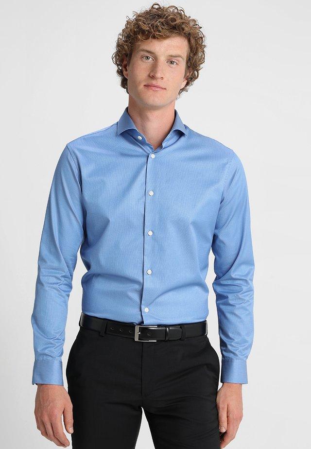 PELLE - Formal shirt - skyway