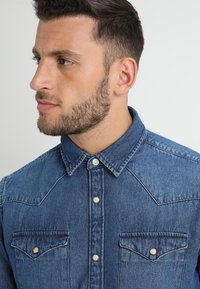 Selected Homme - SLHSLIMNED SMITH - Skjorter - medium blue denim - 5