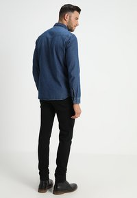 Selected Homme - SLHSLIMNED SMITH - Skjorter - medium blue denim - 2