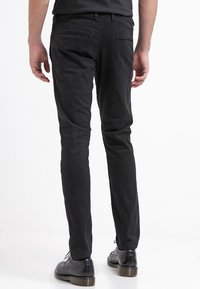 Selected Homme - SHHONE LUCA - Pantalones chinos - black - 2
