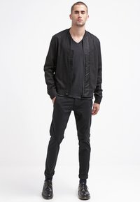 Selected Homme - SHHONE LUCA - Pantalones chinos - black - 1