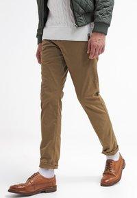 Selected Homme - SHHONE LUCA - Chino kalhoty - camel - 3