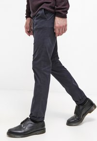 Selected Homme - SHHONE LUCA - Chino kalhoty - navy - 3