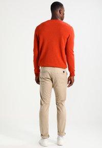 Selected Homme - SHHYARD SLIM FIT - Spodnie materiałowe - white pepper - 2