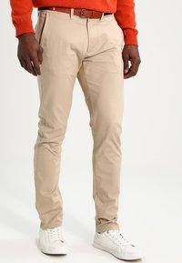 Selected Homme - SHHYARD SLIM FIT - Spodnie materiałowe - white pepper - 0