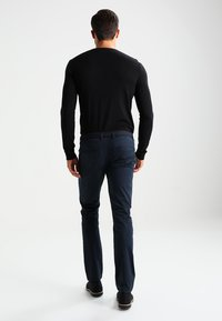 Selected Homme - SHHYARD SLIM FIT - Chinosy - dark sapphire - 2