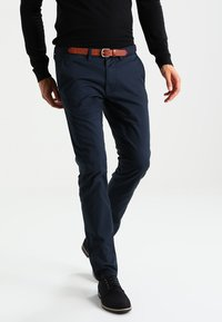 Selected Homme - SHHYARD SLIM FIT - Chinosy - dark sapphire - 0