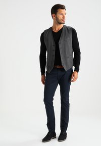Selected Homme - SHHYARD SLIM FIT - Pantalones chinos - dark sapphire