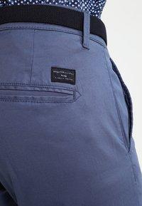 Selected Homme - SHHYARD - Pantalones chinos - vintage indigo - 4