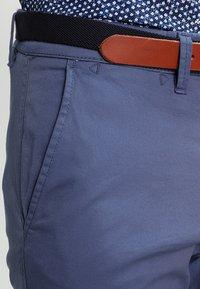 Selected Homme - SHHYARD - Pantalones chinos - vintage indigo - 3