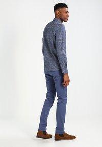 Selected Homme - SHHYARD - Pantalones chinos - vintage indigo - 2