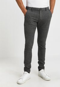 Selected Homme - SLIM ARVA HOUNDSTOOTH PANTS - Tygbyxor - grey - 0
