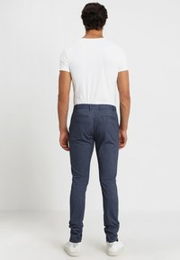 Selected Homme - SLH SLIM-ARVAL MIX PANTS - Chinot - medium blue denim - 2