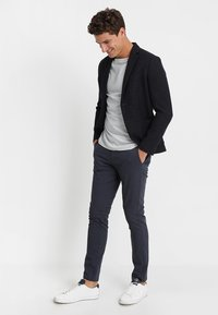 Selected Homme - SLHSLIM JAMERSON PANTS - Chino kalhoty - blue nights - 1