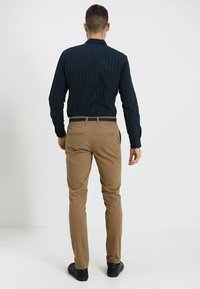 Selected Homme - SLHSLIM JAMERSON PANTS - Chinot - dark camel - 2