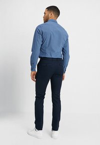 Selected Homme - SLHSLIM CARLO PANTS - Kalhoty - dark sapphire - 2