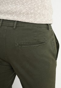 Selected Homme - SLHSKINNY LUCA PANTS  - Chinot - deep depths - 3