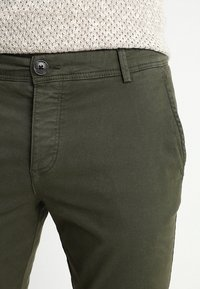 Selected Homme - SLHSKINNY LUCA PANTS  - Chinot - deep depths - 5