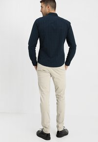 Selected Homme - SLHSKINNY LUCA  - Chino - silver lining - 2