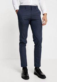 Selected Homme - SLHSLIM MATHNOHR TROUSER - Kalhoty - dark blue/blue - 0