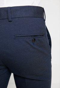 Selected Homme - SLHSLIM MATHNOHR TROUSER - Kalhoty - dark blue/blue - 3