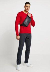 Selected Homme - SLHSLIM-ARVAL PANTS - Kalhoty - navy blazer - 1