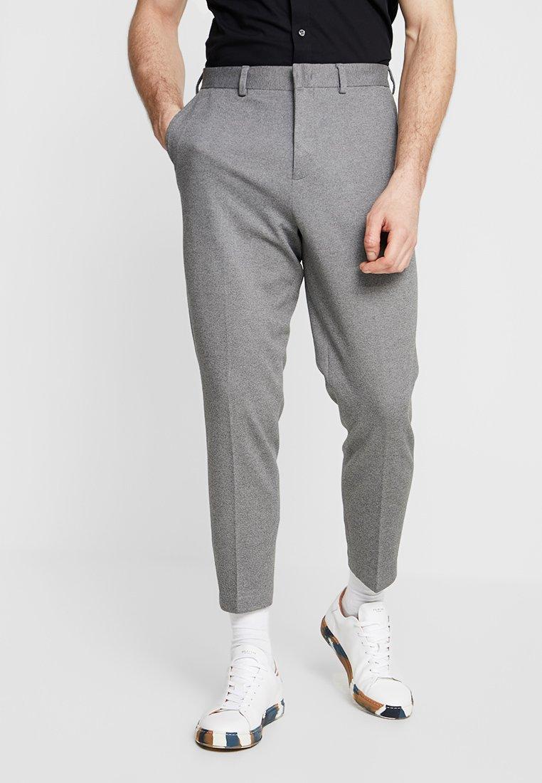 Selected Homme - SLHTAPERED CROP PANTS - Stoffhose - grey melange