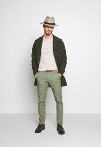 Selected Homme - SLHSLIM YARD PANTS - Chinot - sea spray - 1
