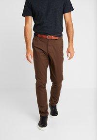Selected Homme - SLHSLIM YARD PANTS - Chino kalhoty - demitasse - 0