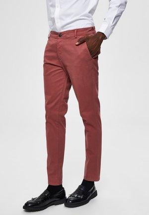 LUCA - Chino kalhoty - wild ginger
