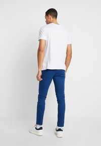 Selected Homme - LUCA - Pantalones chinos - estate blue - 2