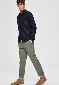 Selected Homme - Tygbyxor - green - 3