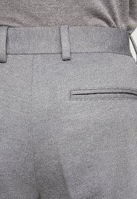 Selected Homme - SLHSLIMTAPERED NEWJERSEY CROP PANTS - Kalhoty - grey melange - 4
