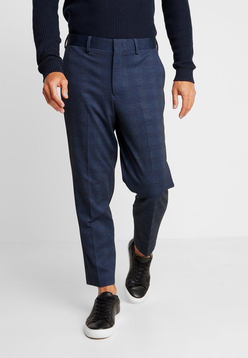 Selected Homme - SLHSLIMTAPERED NEWJERSEY CROP PANTS - Spodnie materiałowe - dark navy