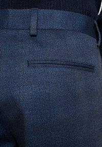 Selected Homme - SLHSLIMTAPERED NEWJERSEY CROP PANTS - Spodnie materiałowe - dark navy - 4