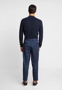 Selected Homme - SLHSLIMTAPERED NEWJERSEY CROP PANTS - Spodnie materiałowe - dark navy - 2