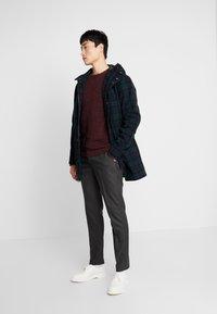 Selected Homme - SLHSLIM KENT PANTS - Kalhoty - dark grey - 1