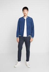 Selected Homme - SLHSLIM PARKER MIX PANTS  - Kalhoty - navy blazer - 1