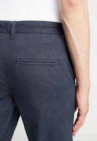 Selected Homme - SLHSLIM PARKER MIX PANTS  - Kalhoty - navy blazer - 3