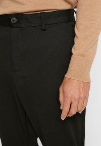 Selected Homme - SLHSPECIA ALEX MIX ZIP PANTS - Pantalones - black - 4