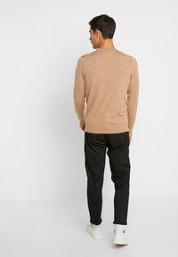 Selected Homme - SLHSPECIA ALEX MIX ZIP PANTS - Pantalones - black - 2