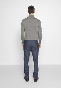 Selected Homme - SLHSLIM ARVAL PANTS - Kalhoty - dark sapphire - 2