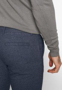 Selected Homme - SLHSLIM ARVAL PANTS - Kalhoty - dark sapphire - 3