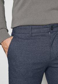 Selected Homme - SLHSLIM ARVAL PANTS - Kalhoty - dark sapphire - 5