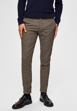 SLIM FIT - Spodnie materiałowe - brown