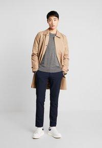 Selected Homme - SLHSLIM-CARLO FLEX PANTS - Kalhoty - navy blazer - 1